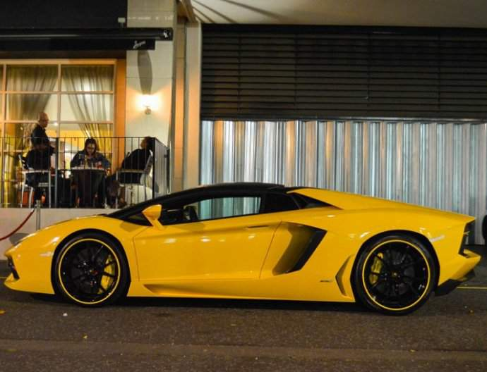 Lamborghini Aventador Roadster Hire London | Season Car & Chauffeur Hire